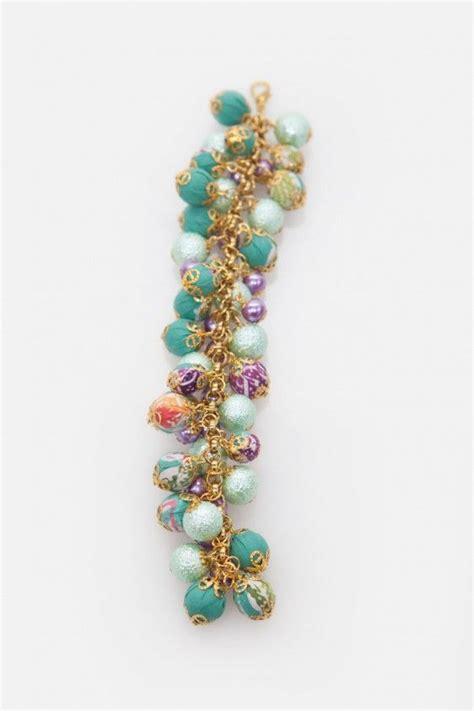 Gelang Batik 1cm Hijau gelang dengan model tumpukan mutiara bungkus batik hijau dan mutiara ungu yang dihiasi rantai