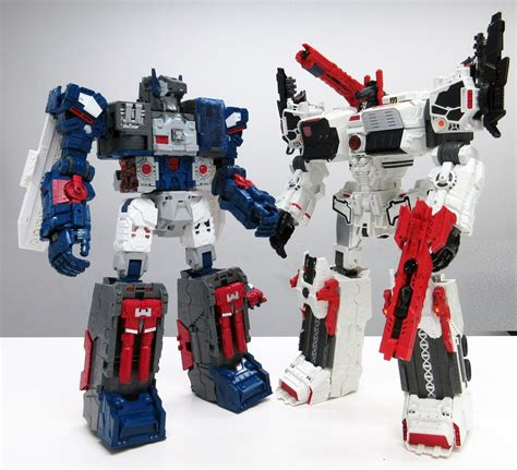 Transformers Legend Series Lg 31 Fortress Maximus takara tomy transformers legends lg 31 fortress maximus and tg 23 metroplex comparison image