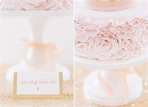 Hochzeitstorte Rosa by Hochzeit In Gold Und Rosa Friedatheres