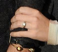 katy perry shows engagement ring as she tweets
