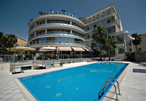 hotel con alberghi con piscina in calabria mediterraneo palace hotel