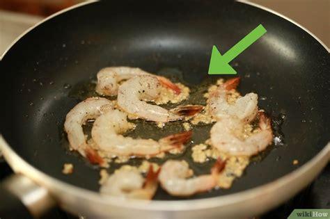 come cucinare i gamberetti in padella 3 modi per cuocere i gamberi in padella wikihow