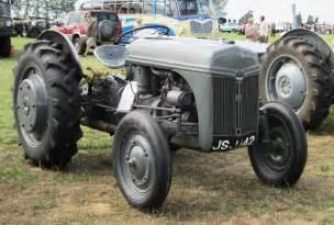 file ford ferguson 9n tractor 1942 jpg wikimedia commons