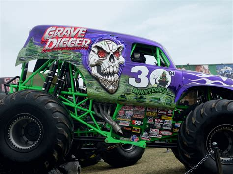 grave digger 30th anniversary monster truck monster jam world finals 12 grave digger 30th yr by