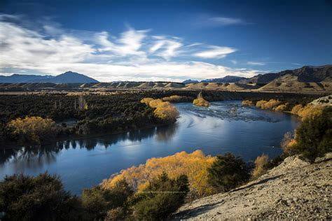 hd images of clutha river in autumn the nz landscape in