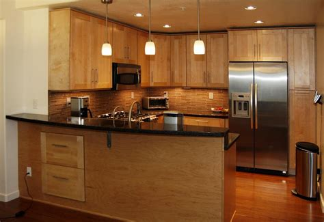 light maple shaker cabinets maple cabinets with black granite kitchen reno pinterest
