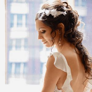 Wedding Hair Accessories Brisbane by How To Choose A Hairstyle To Match Your Wedding Dress