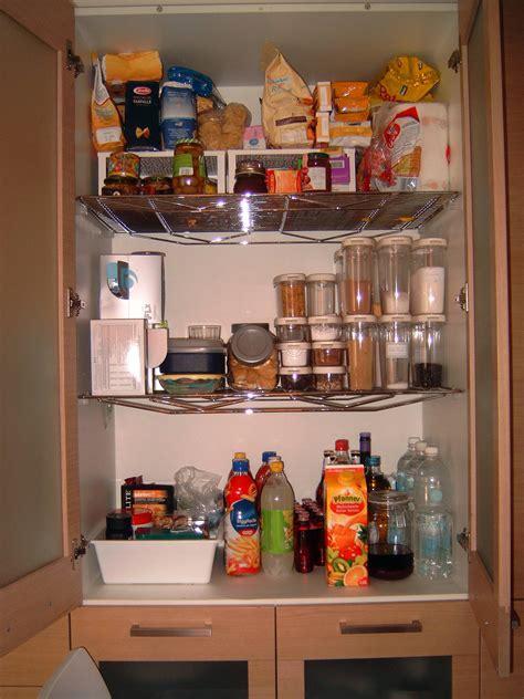 dispensa in cucina come fare per tenere in ordine la dispensa della cucina