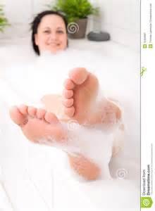frau in badewanne in bathtub stock image image 12440091
