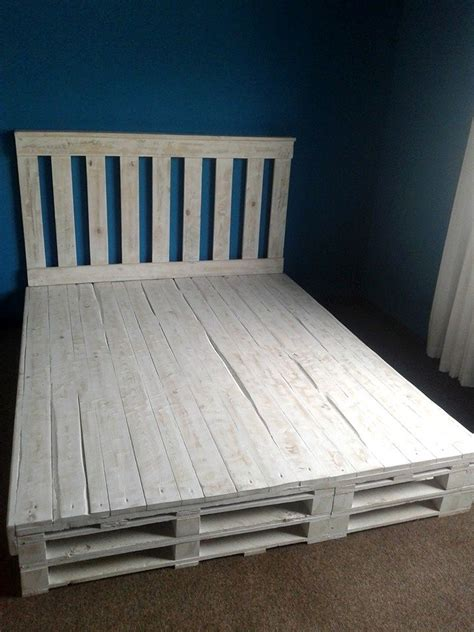 Bed Frame Made Out Of Pallets by 17 Best Ideas About Pallet Bed Frames On Diy