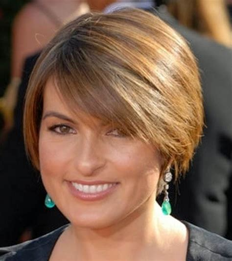 short hairstyles for over 40 year old woman hairstyle