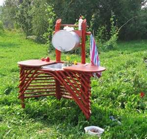 Backyard decorating reusing and recycling junk and ckutter that exists