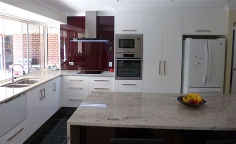 Granite benchtops and bold glass splashback