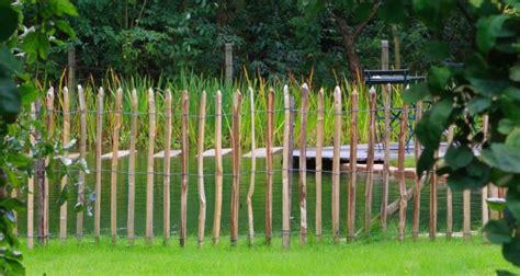 steccati da giardino steccati in paletti di castagno
