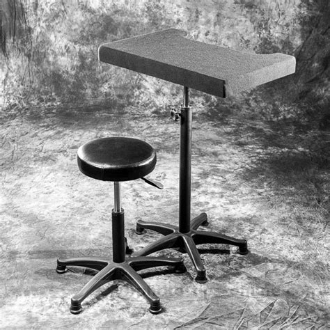 Photography Posing Stool by Lumopro Posing Stool And Table Set To Medium Height
