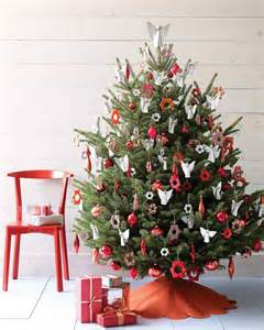 decorating christmas tree christmas tree decorating ideas martha stewart