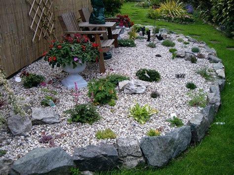 gravier decoration idee deco jardin avec gravier jason putorti blanc