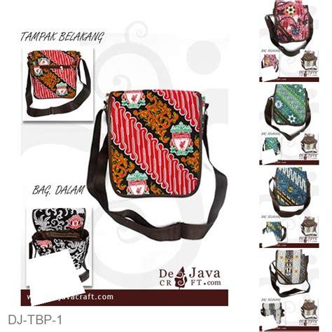 Tas Slempang Mu tas slempang gaul sedang motif batik bola liverpool