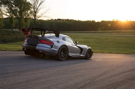 dodge unveils fastest car in the world viper luxury cars