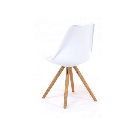 2 chaises nordiques en plastique et bois blanches cross