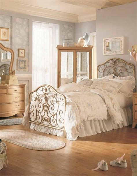 Vintage Bedroom | this entry is part of 8 in the series beautiful and