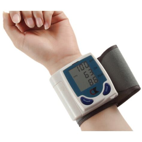 Alat Pengukur Tekanan Darah Otomatis Taffware Alat Pengukur Tekanan Darah White