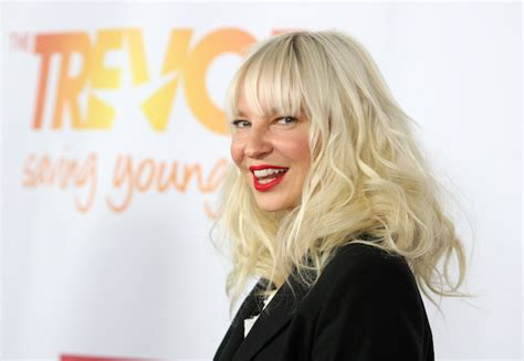 Sia Chandelier Pictures Review Sia Goes Ham For Quot Chandelier Quot