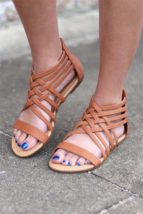 Sandal Strapy 25 best ideas about strappy sandals on flat