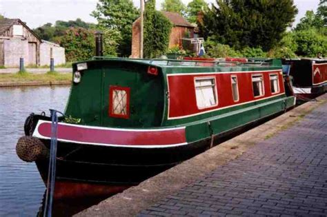 living on a boat in the usa barge people fit in hotel house united kingdom