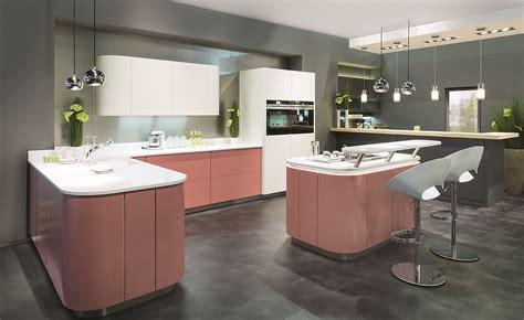 moderne küchen mit kochinsel wohnzimmer grau weiss wandgestaltung