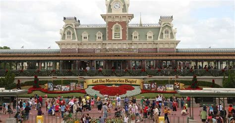 holidays decorations at the magic kingdom 2013 photo 1 of 16