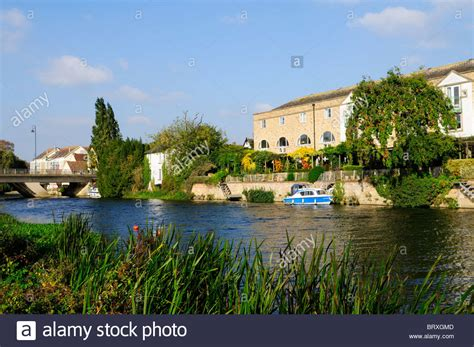 houses to buy in st neotes river great ouse at st neots cambridgeshire england uk stock photo royalty free