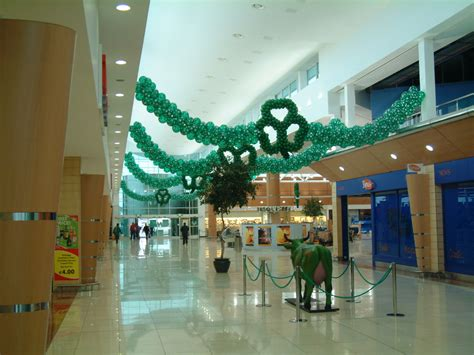 shopping center decorations shopping mall decorating worldwide balloon decor