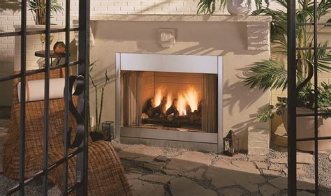 al fresco traditional fireplace by heat n glow