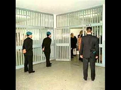carcere di poggioreale all interno una giornata tipo all interno di un carcere