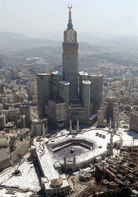 al abraj mecca clock tower photo shows kaaba in the shadow of abraj