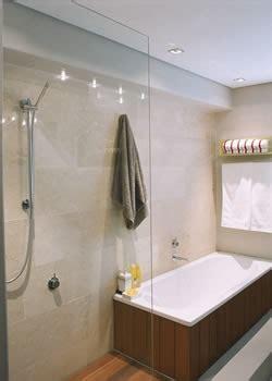 limpieza efectiva de los azulejos del bano mujerdeelite