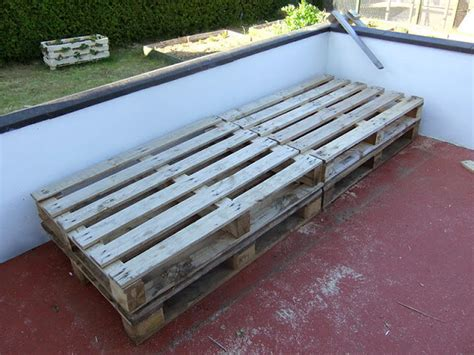 diy pallet outdoor bed diy pallet project patio pallet daybed 99 pallets