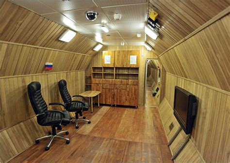 hermetically sealed room traveling to mars in your parents 1970s living room without buildings