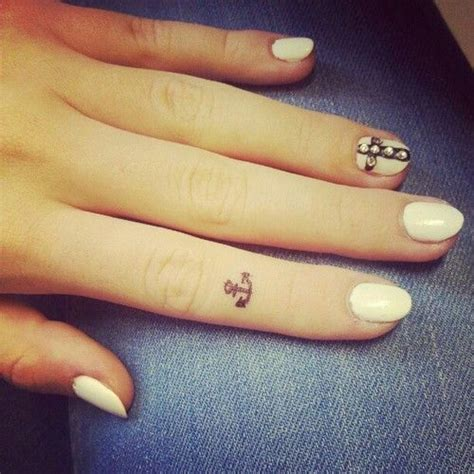 girly finger tattoos 189 best images about youqueen tattoos on