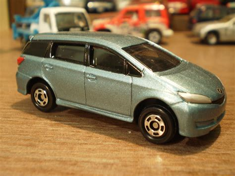 tomica toyota 1 64 die cast cars tomica toyota wish 2nd
