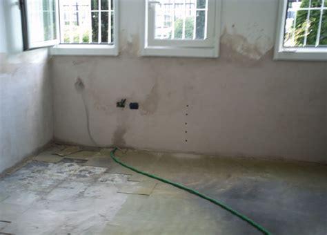 Togliere Umidità In Casa by Come Togliere L Odore Di Muffa E Umidit 224 Dai Muri In Poco