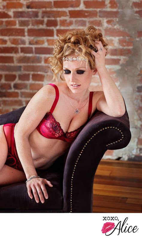 boudoir   st louis red hair  lingerie boudoir photo album  st louis area