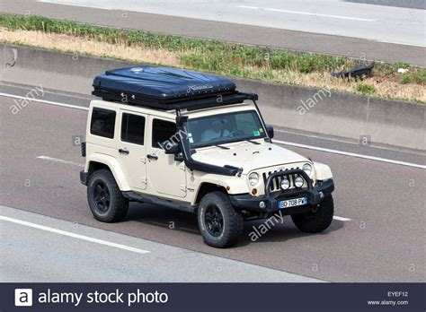Tent For Jeep Wrangler Unlimited Jeep Wrangler Unlimited With A Roof Tent Box Moving Fast