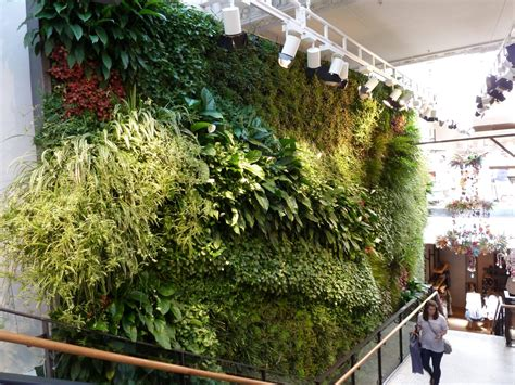 Living Wall Uk Anthropologie A Shopping Experience In Carnet Chic