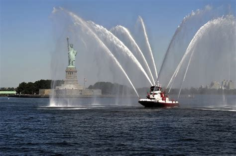 fireboat liberty file fire boat new york harbor fdny statue of liberty jpg