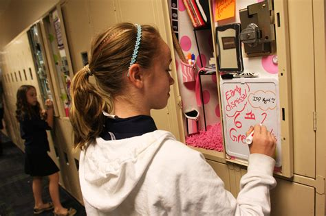 locker decorations growing  popularity  middle schools