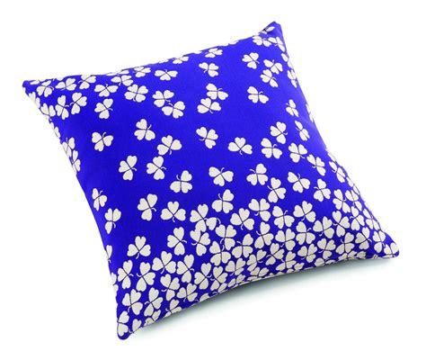 con il cuscino cuscini per cambiare look alla casa cose di casa