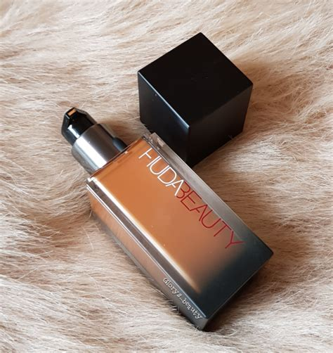 Huda Complexion Perfection Pre Makeup Base review hudabeauty fauxfilter foundation chocolate