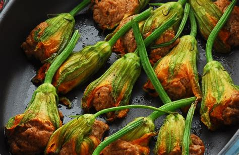 fiori di zucca in padella fiori di zucca in padella la ricetta per preparare i